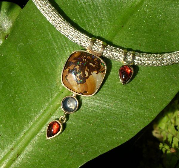Handgestrickte Silberkette/925AG/585% AU/Bolderopal/Regenbogenmondstein/Granat