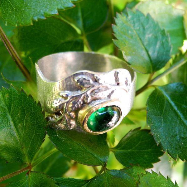 Ring Chromdiopsid mit Blätterornament